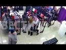 Воры попались на видео молодая пара крадет вещи из магазина