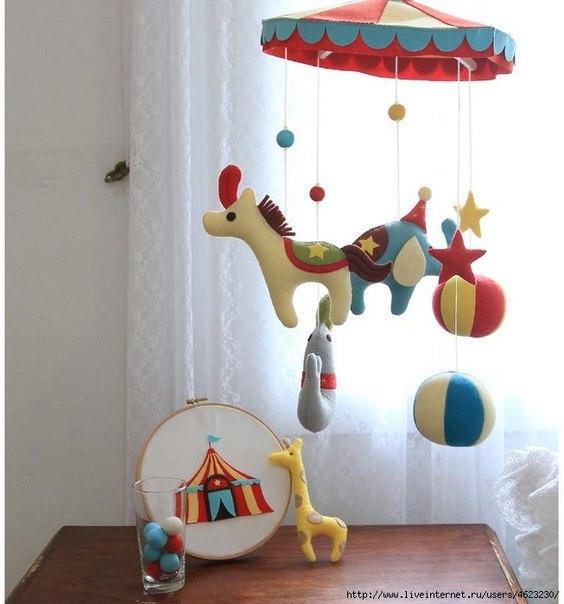 Мобиль для детской (10 фото)