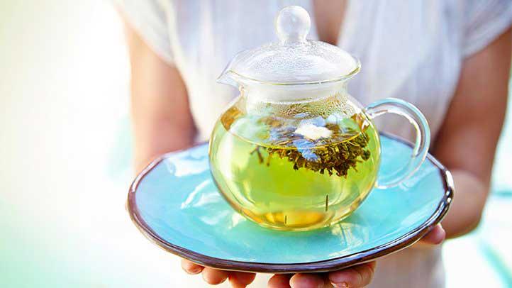 У некоторых людей зеленый чай может вызвать расстройство желудка и запор.