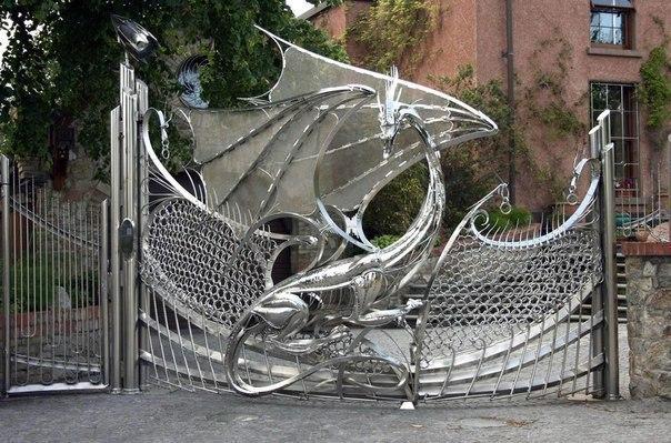 Ворота в виде дракона.