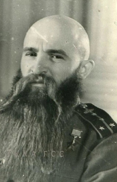 Танкист Григорий Иванович носил бороду всю войну, сбрил её только на Парад Побед...