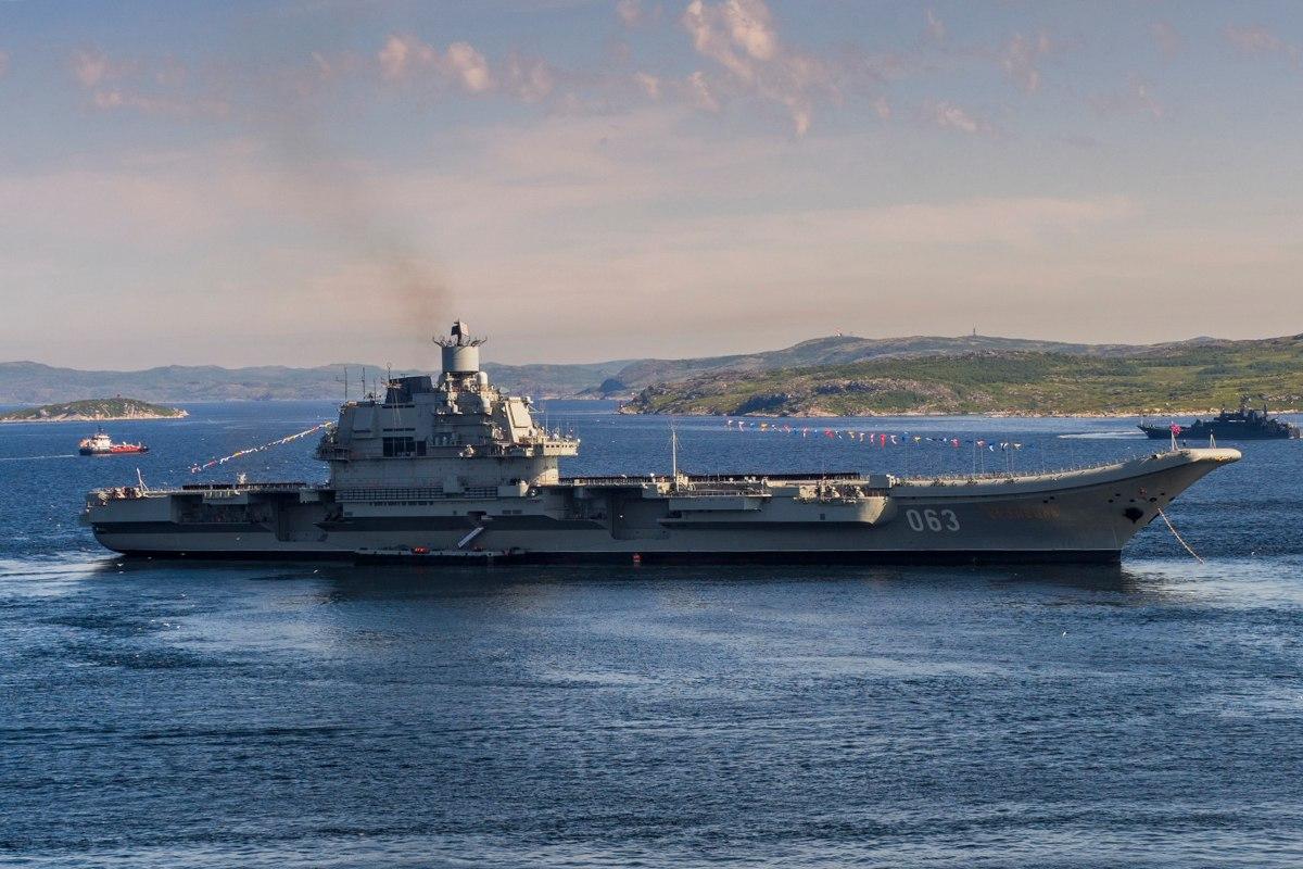 Репетиция парада кораблей Краснознаменного Северного флота ВМФ России  на Североморском рейде