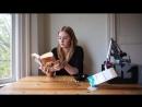 Как робот кормит девушку завтраком