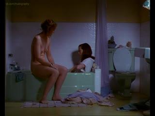Тильда Суинтон (Tilda Swinton), Эми Мэдиган (Amy Madigan) голая - Женская извращенность (Female Perversions, 1996)