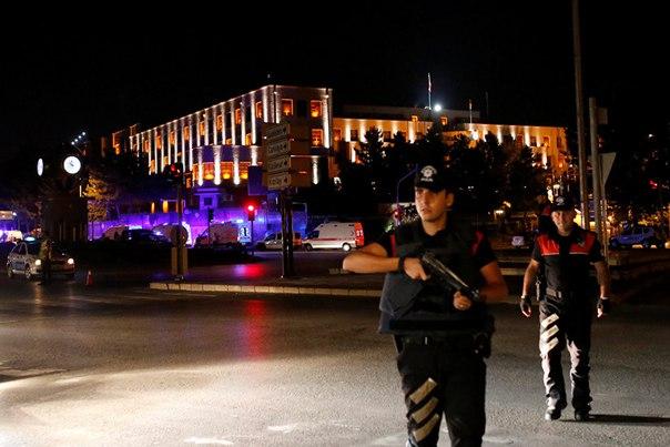 Премьер Турции заявил о роспуске президентской гвардии: http://ria.ru/world/20160723/1472722366.html