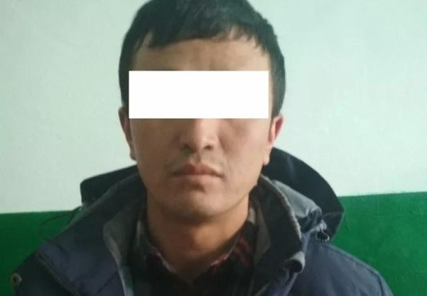 Педофил, который месяц насиловал ребенка, пытался сбежать от полицейских и сломал себе позвоночник.