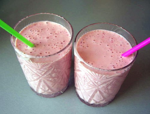 Как сделать молочный коктейль из ягод - ЛЕГИОН