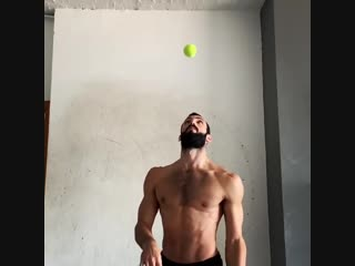Рой Голдшмидт инстаграм. Теннисный мяч.