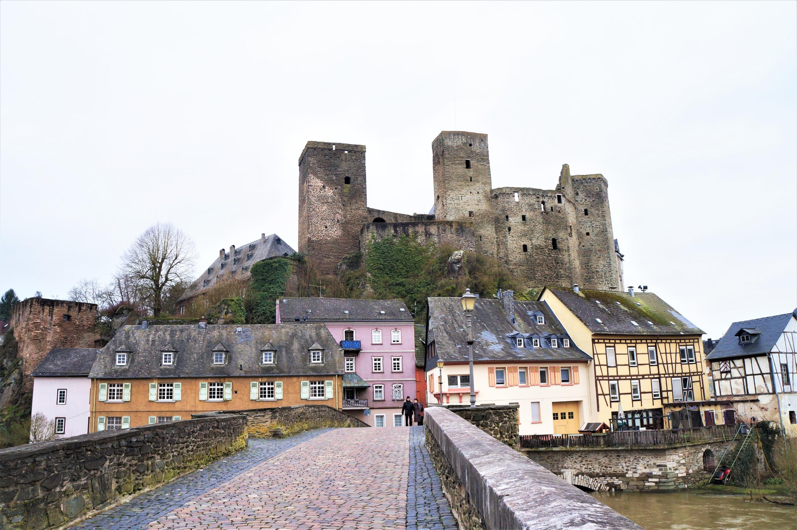 Старинный гессенский городок Рункель с замком