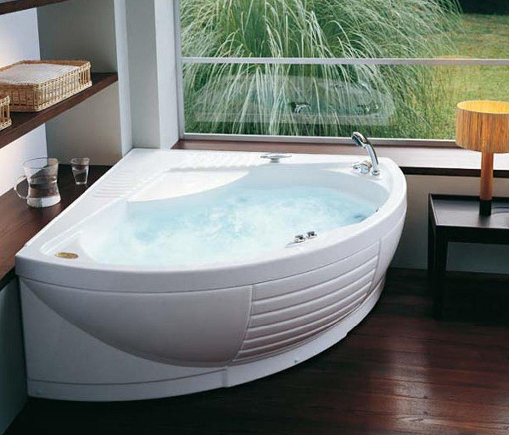 Установка гидромассажной акриловой ванны