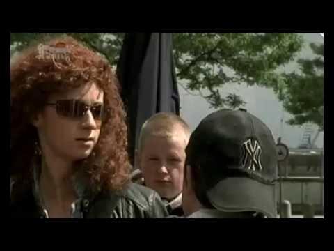 Policie Hamburk - Černé šaty