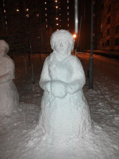 ВСЕМ НА РАДОСТЬ - энтузиасты слепили к Новому году скульптуры из снега в Тольятти  IDO9ReY_ADw