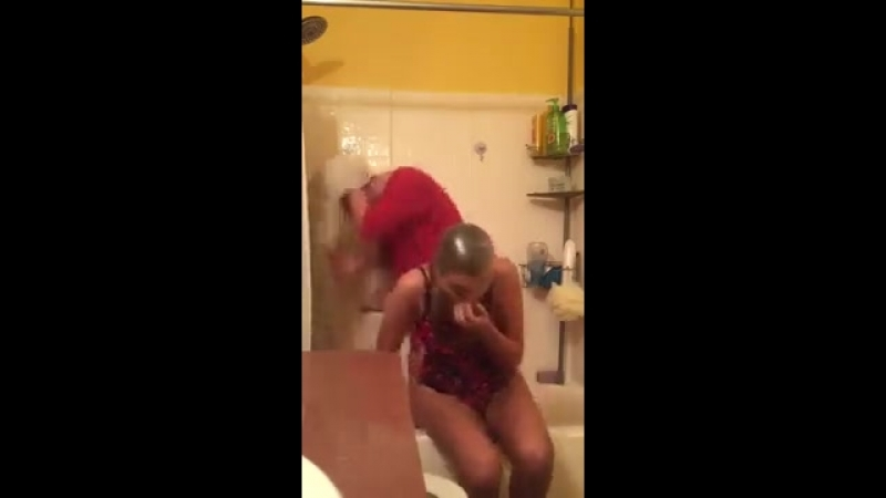 Когда нечем заняться Домашний эксперимент хорошее настроение смешное домашнее видео две девушки до прикол ванная душ