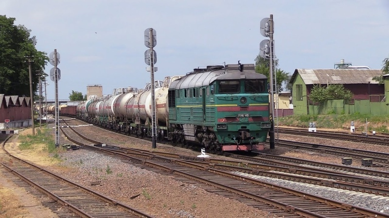 Секция тепловоза 2ТЭ116-1435 на ст. Мозырь 2 2TE116-1435 unit at Mozyr station 2