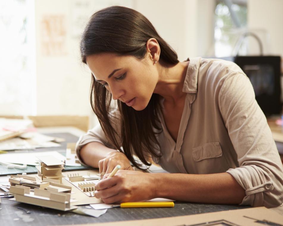 Коммерческие архитекторы часто строят масштабные модели зданий до начала строительства.