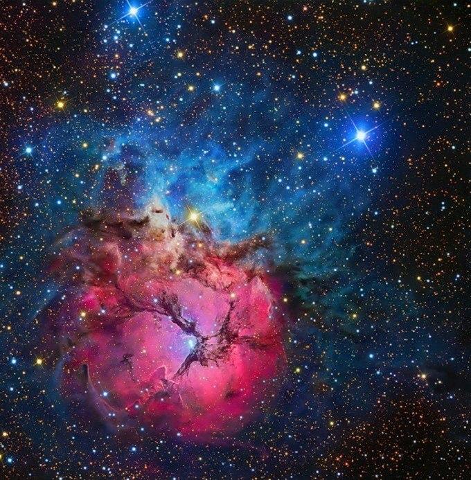 Тройная туманность (NGC 6514)