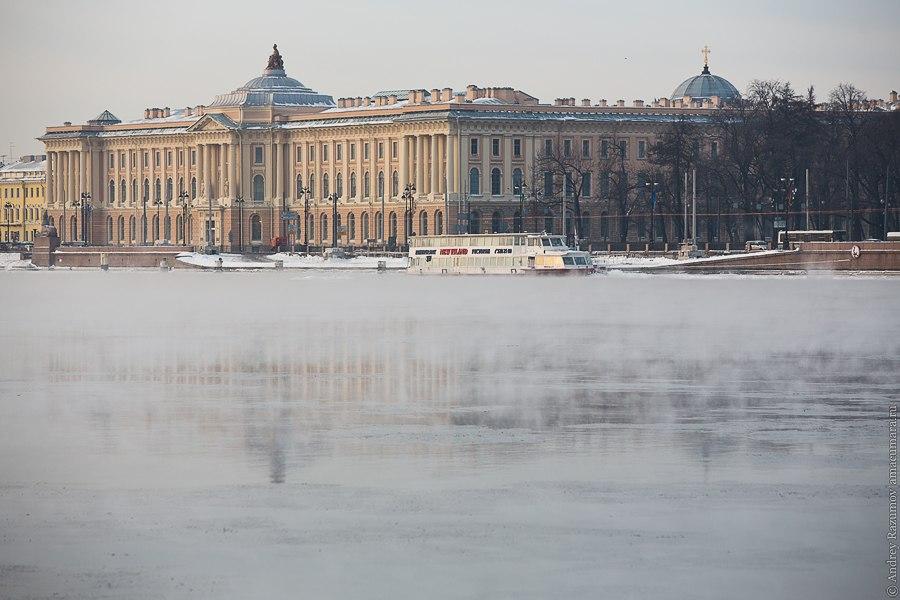 Зимний Санкт-Петербург мороз Нева пар закат