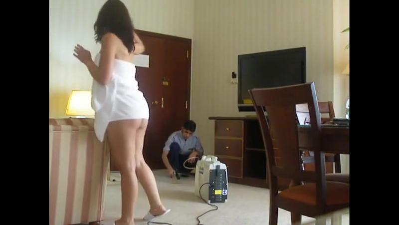 Arab Slut Teasing The Room Service Boy ( Arab Sex) شرموطة عربية تغري العامل في