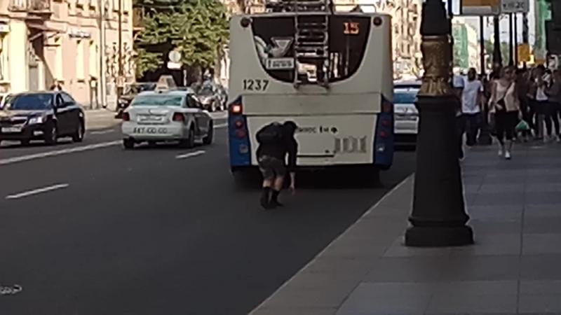ахуеть пацан обкурился и трахнул троллейбус пиздец