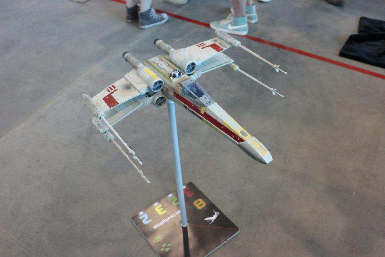 Riesen X-Wing... Ox-6t43sUO0