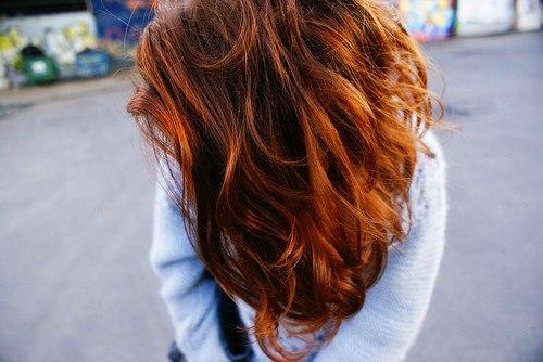 фото девушек с рыжими волосами вид сзади