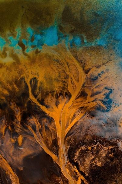 Захватывающие воздушные снимки ледниковых рек Исландии Фото: Габор Наги