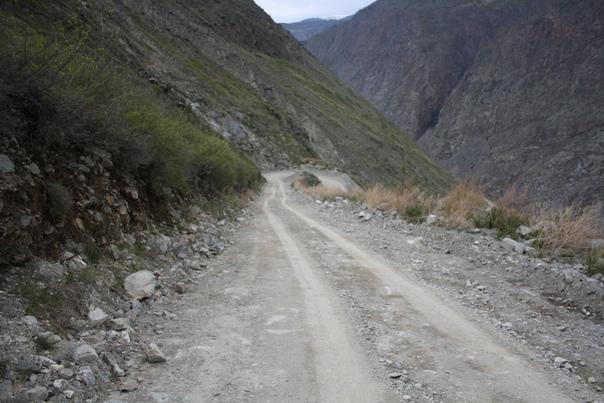Дорога весьма чистая и ровная, обратите внимание.
