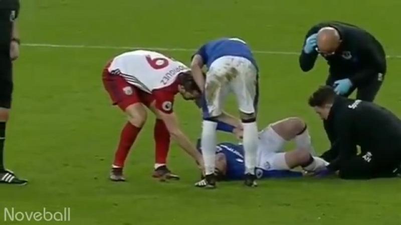 Бывший игрок «Зенита» сломал ногу сопернику и зарыдал Нападающий английского «Вест Бромвича» Соломон Рондон случайно сломал ногу