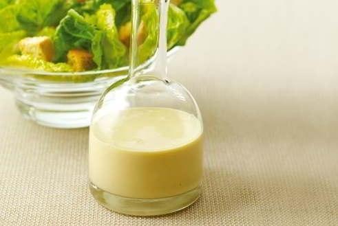 5 САМЫХ ВКУСНЫХ ЗАПРАВОК ДЛЯ САЛАТОВ Чем мы обычно заправляем салат, так это майонезом, но заправок, на самом деле, существует огромное множество. 5 самых вкусных заправок для салатов - сохраните себе, чтобы не потерять)) Классическая салатная заправка 1/2 стакана оливкового масла сок половины лимона 1/2 ч. л. соли 1/4 ч. л. свежемолотого черного перца В небольшой миске с помощью вилки или венчика взбейте лимонный сок с солью и перцем. Продолжая взбивать, влейте оливковое масло. К полученной…