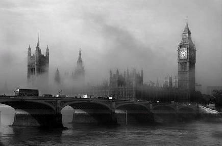 Англия: загадочный туманный Альбион Наверное, каждый хоть раз в жизни слышал слова: «загадочный туманный Альбион». Сразу вспоминаются король Артур, Мерлин и рыцари круглого стола...Правильно,