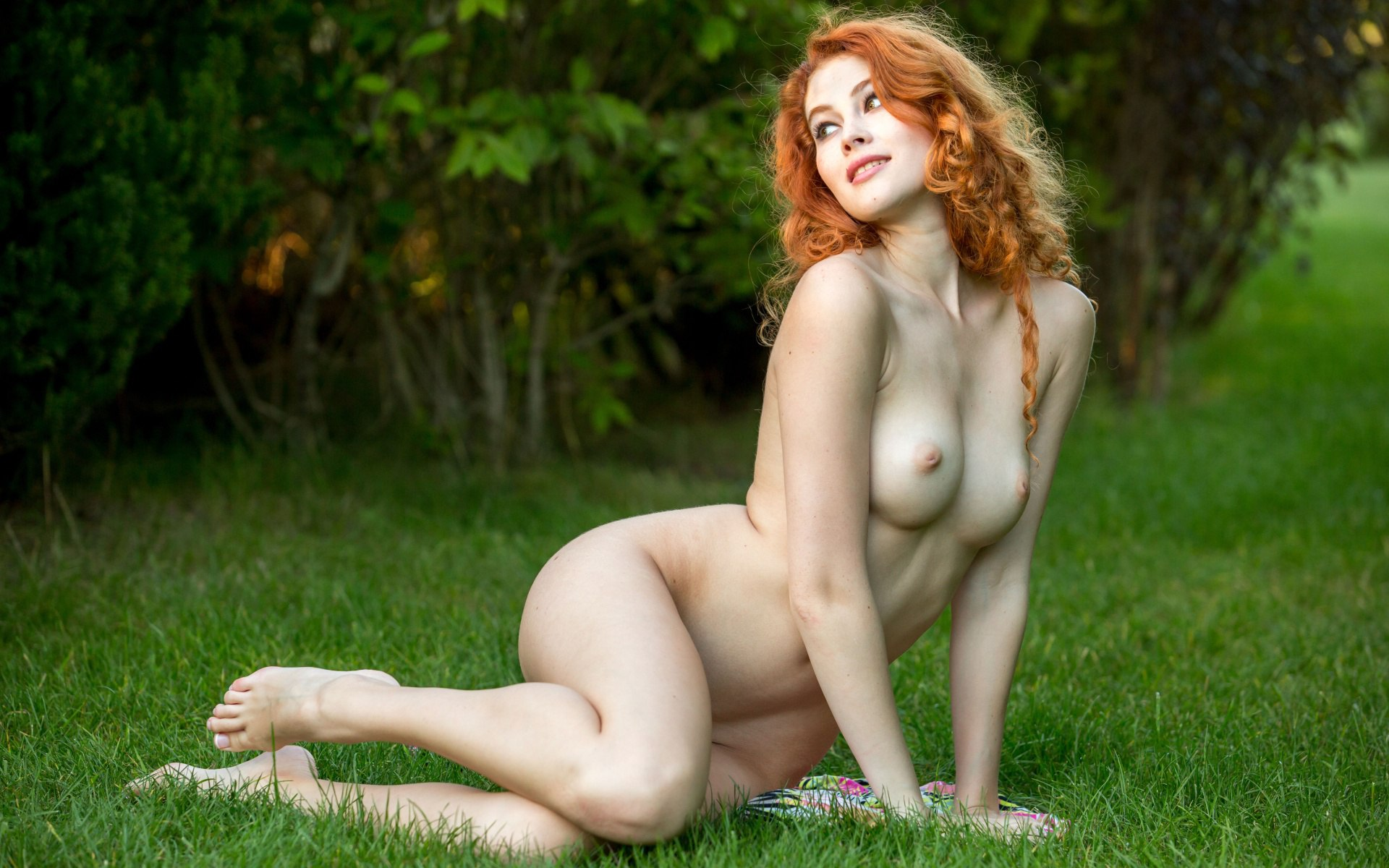 Naked redhead babe on the bed naked girls