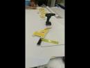 Процесс установки букв с контражурным свечением на дистанционные держатели