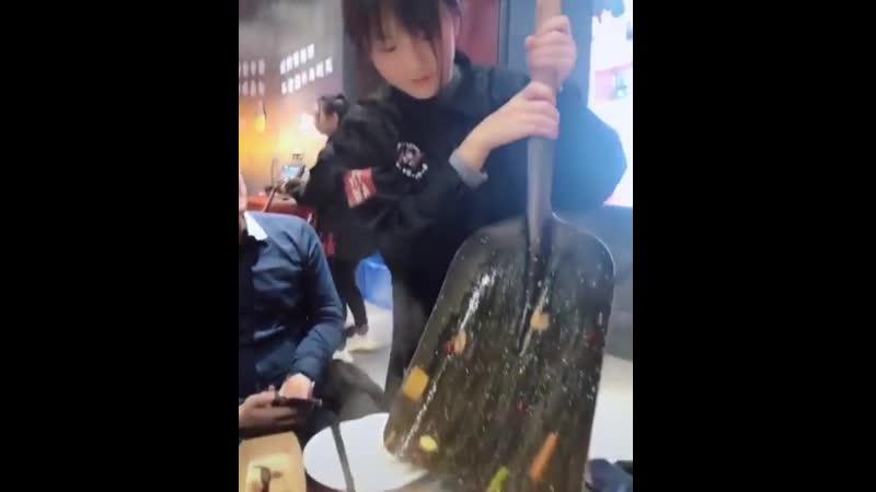 С лопаты модно жрать