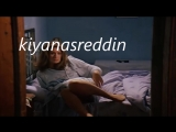 Türk filminde Gülşen Bubikoğlu yataktan kalkarken fena frikik veriyor - kilot frikiği in turk movie