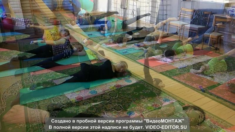 Упражнения при сколиозе на гимнастическом коврике