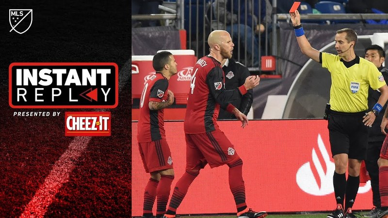 Sebastian Giovinco grabs face, sees red card