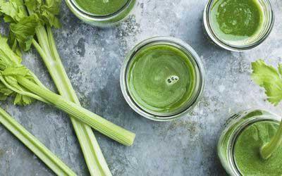 Питательная смесь Shake Herbalife Formula 1 работает в качестве заменителя пищи, снижая потребление калорий и помогая вам контролировать вес.