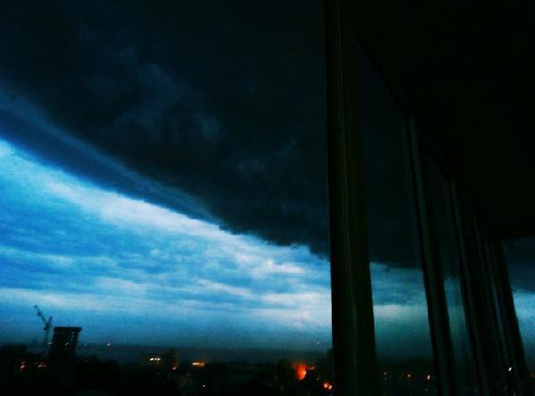 Грозу и град в Саратове горожане назвали признаками апокалипсиса!  В С