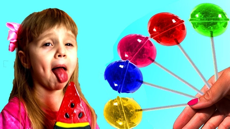 Alisa and Mommy pretend play with Fruit Lollipops | The color Family