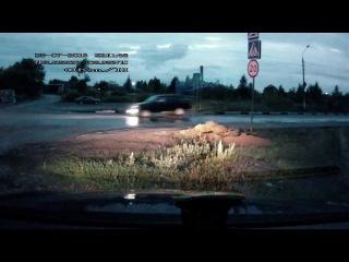 КАК русские проезжают лежачего полицейского Russian drivers vs speed bump.
