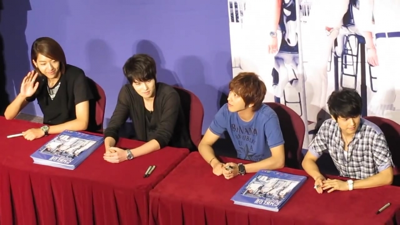 100820 CNBlue fanmeet @ City Square Mall 1