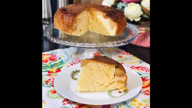 Шарлотка в умной мультиварке REDMOND, рецепт от блогера @katerina_gourmet
