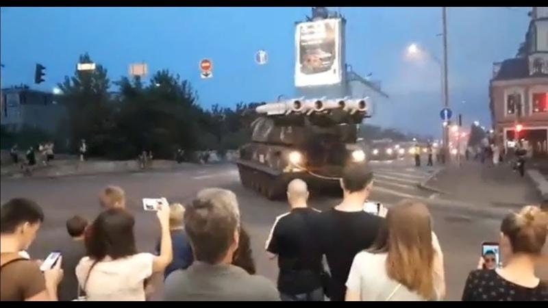 На Украине ЗРК «Бук» врезался в здание бизнес-центра после репетиции парада.