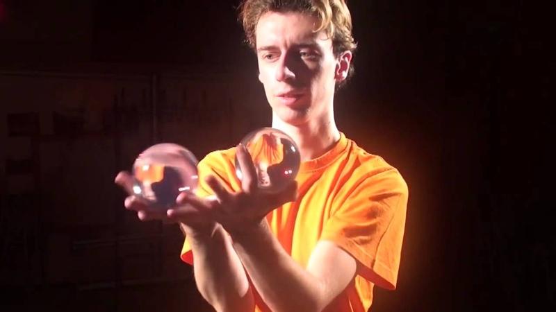 Контактный жонглер. Прозрачные шары.