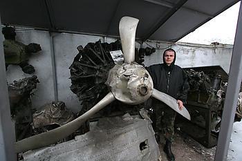Таганрогские поисковики передали минусинскому музею двигатель советского бомбардировщика ДБ-3