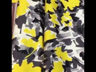 Итальянский хлопковый сатин с серо-желтыми цветами. ⭐️Примечание: По всему полотну идет надпись
