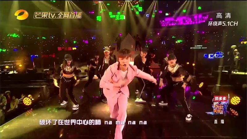 《2019湖南卫视跨年演唱会》张艺兴cut:荷尔蒙炸裂,小绵羊撕衣服的一瞬间