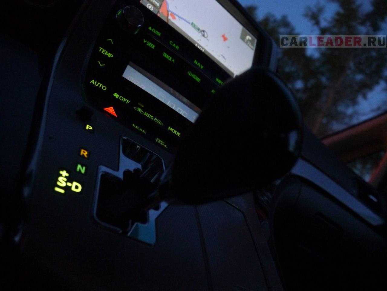 Подсветка центральной панели Toyota Alphard.