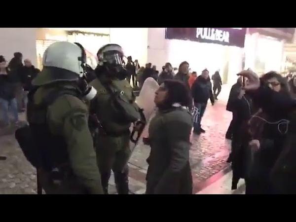 Ματατζής βρίζει με άσχημο τρόπο διαδηλώτρια και