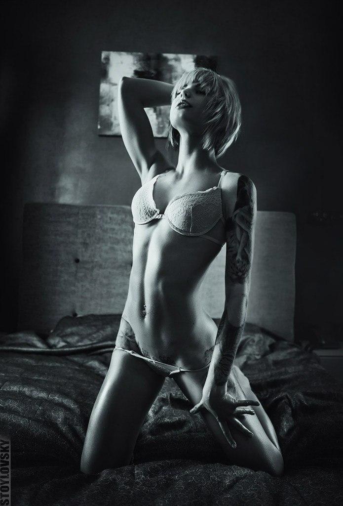 Sexy lesbos likes dark hole fisting